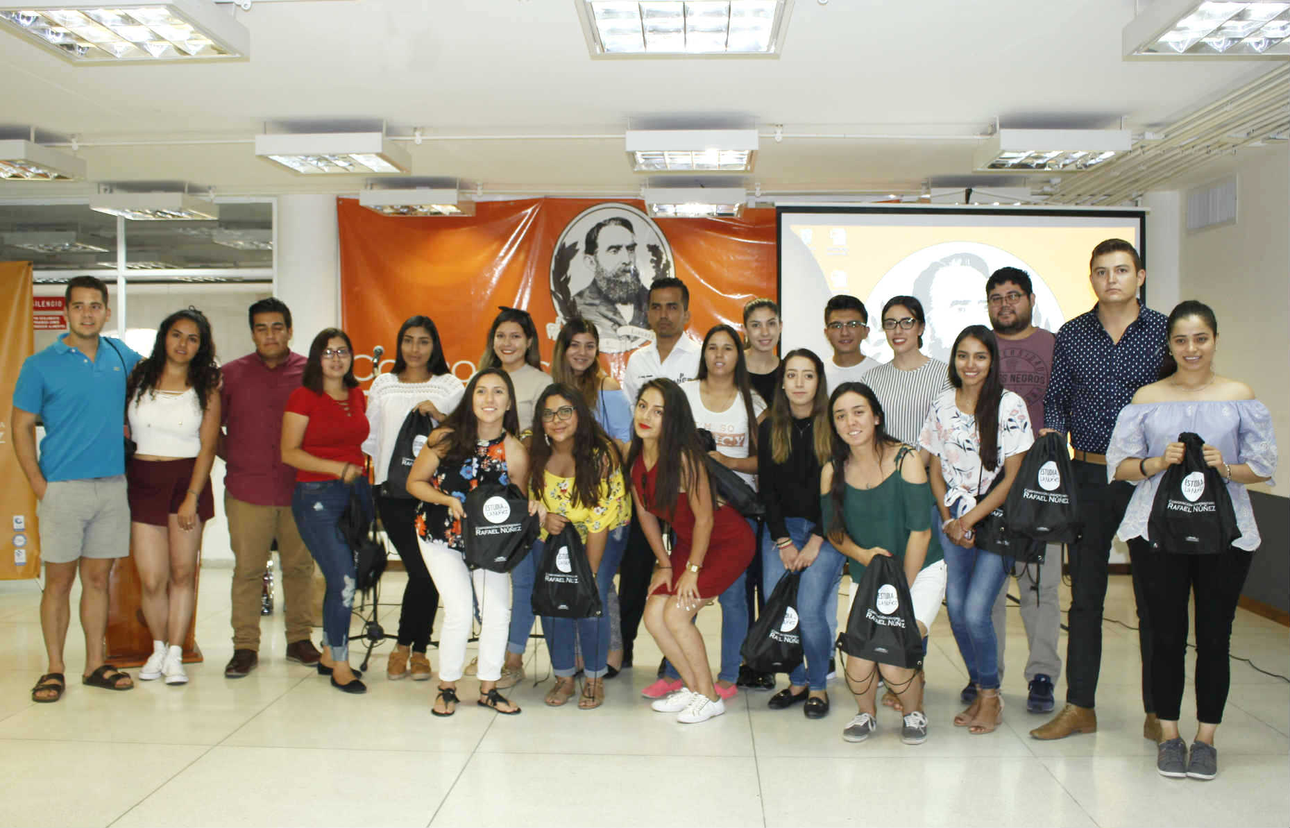 La CURN recibe el mayor número de estudiantes internacionales en la Región Caribe