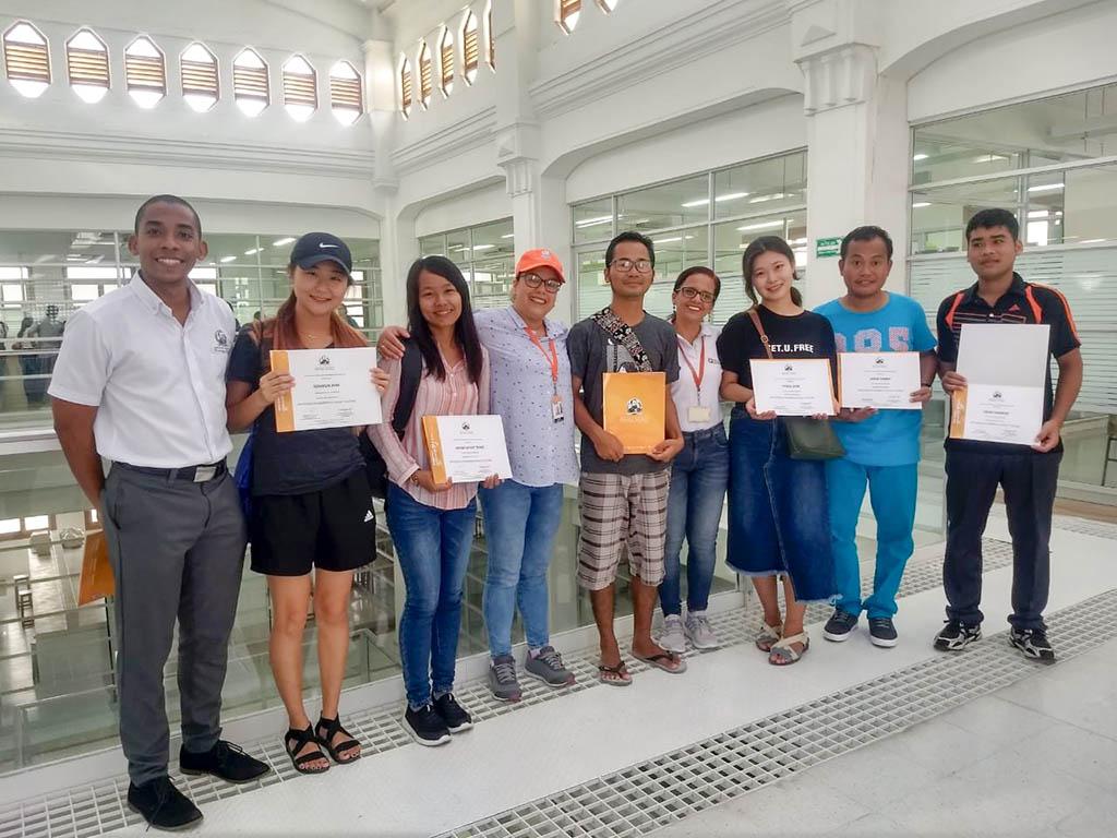 Jóvenes asiáticos se certifican con voluntariado en la CURN