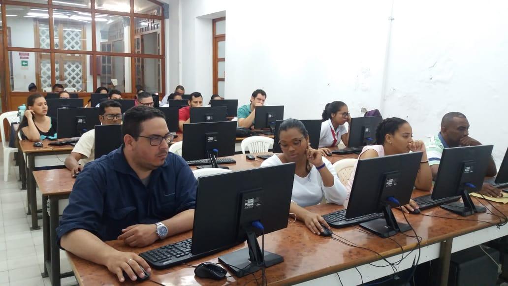 Estudiantes de Derecho realizan simulacro de Pruebas Saber Pro