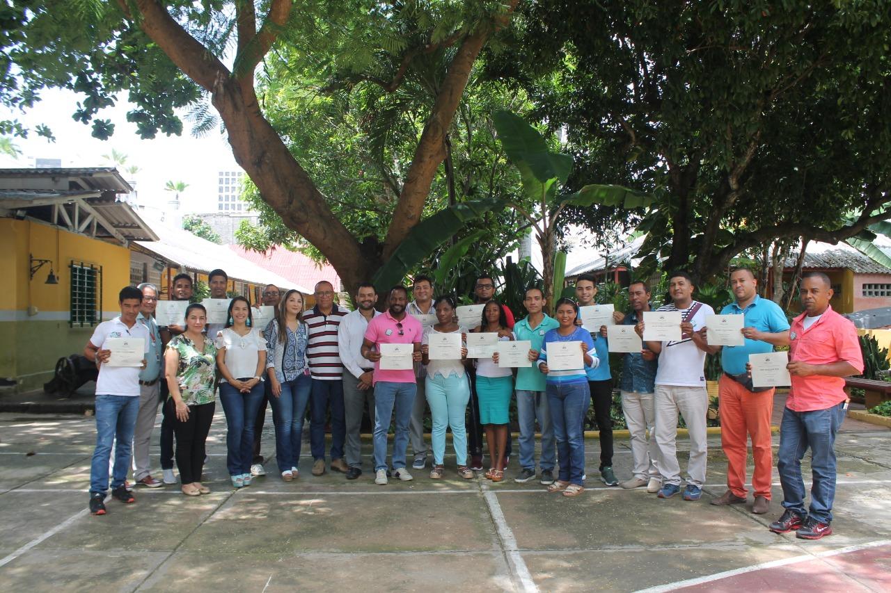 CURN certifica a egresados de ETCAR en emprendimiento