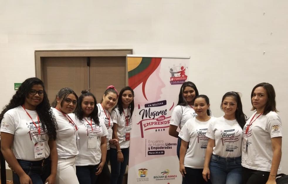 Grupo de Gestoras sociales del Programa De Enfermería Participan en el Encuentro de Mujeres Líderes en Bolívar