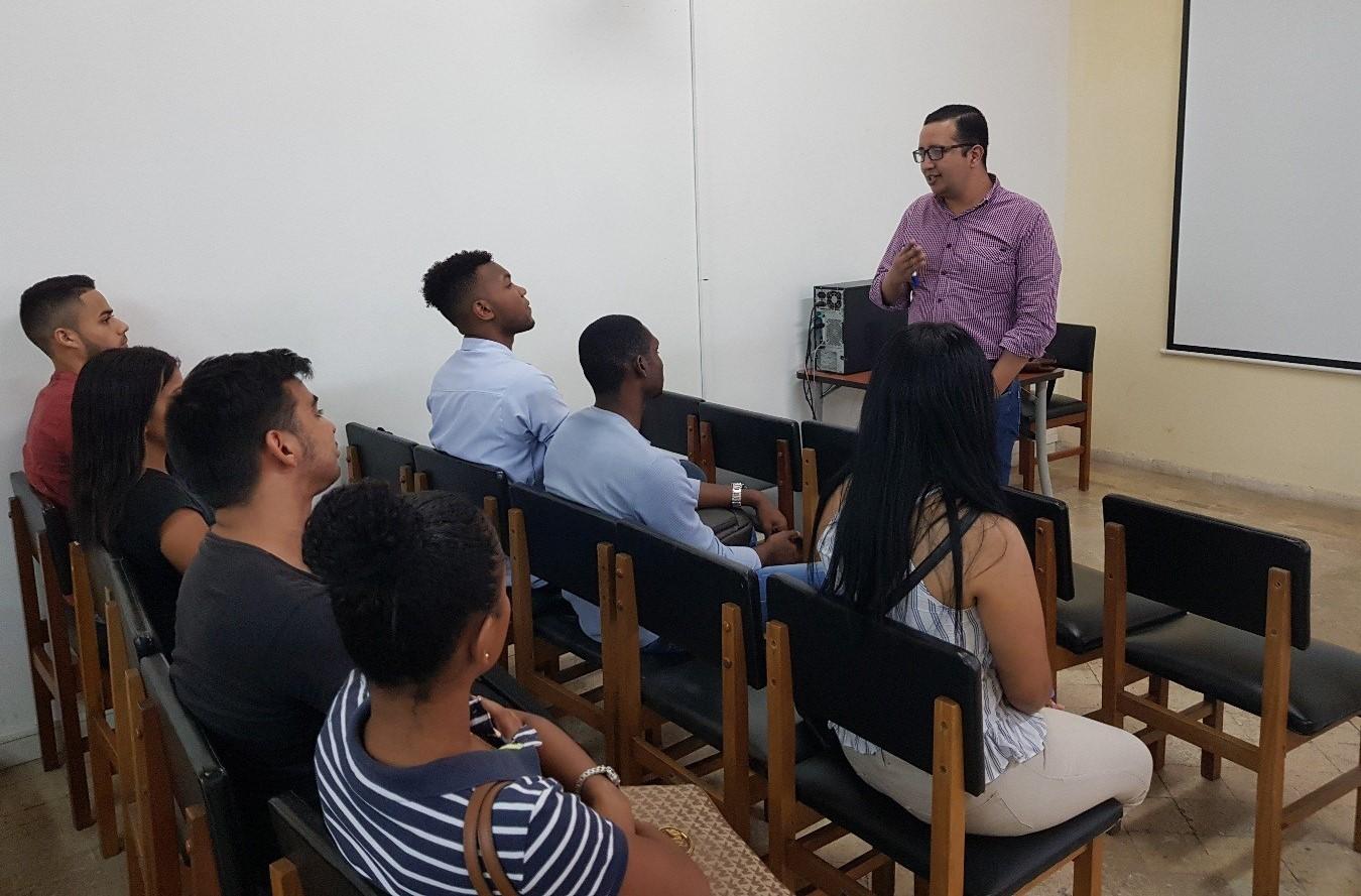 Programa de Derecho Cartagena continúa con ciclo de capacitación de estudiantes semilleristas