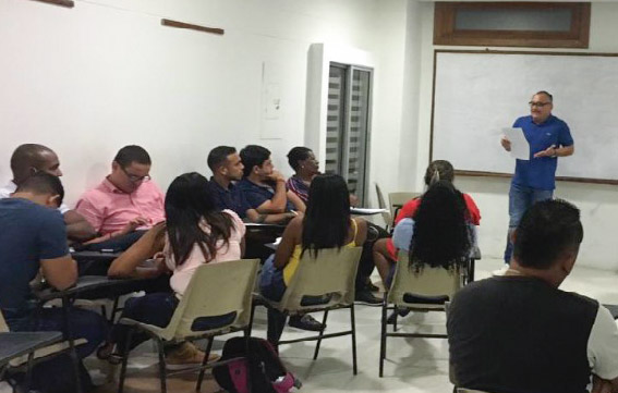 El profesor Pedro García Obando visita el programa de Derecho de la CURN Cartagena.