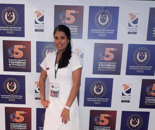 Estudiante semillerista de Enfermería, ponente en Encuentro de investigación