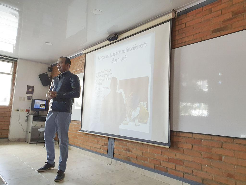 """""""¿Cómo estudiar morfología?"""", conferencia de docente de la CURN para estudiantes universitarios en Bogotá"""