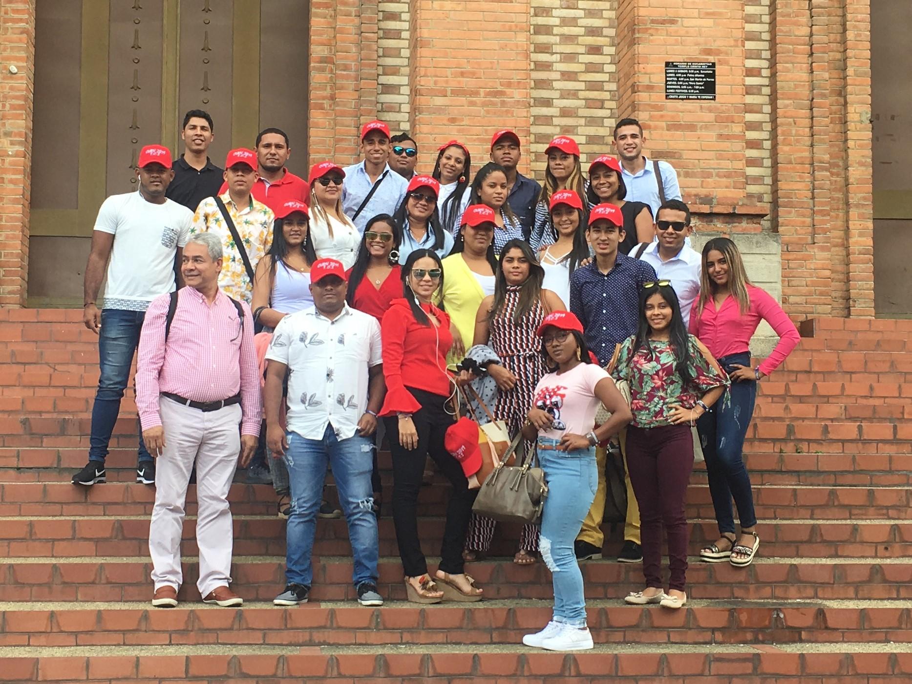 Ruta Academica: estudiantes de Tecnología en Contabilidad Sistematizada visitan a la Universidad Santo Tomas en Bucaramanga