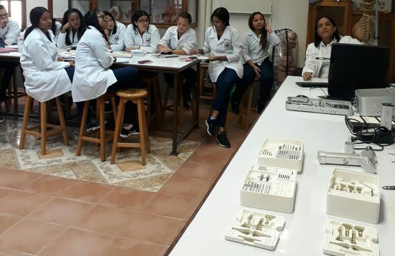 Casa Ortopédica Osteoequipos capacita a nuestros estudiantes del Programa de Instrumentación Quirúrgica