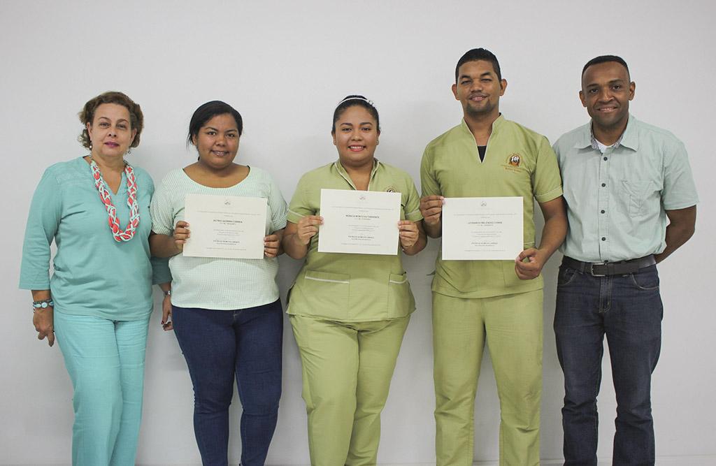 Programa de Bacteriología entrega reconocimientos a estudiantes tutores