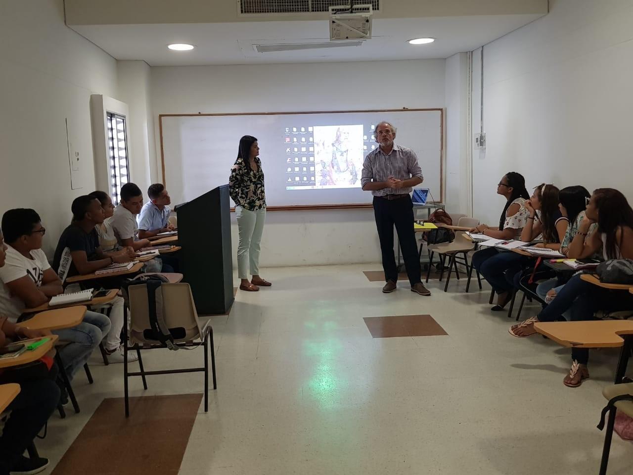 El profesor chileno Lorenzo Schwarse visita el Programa de Derecho de la CURN Cartagena.