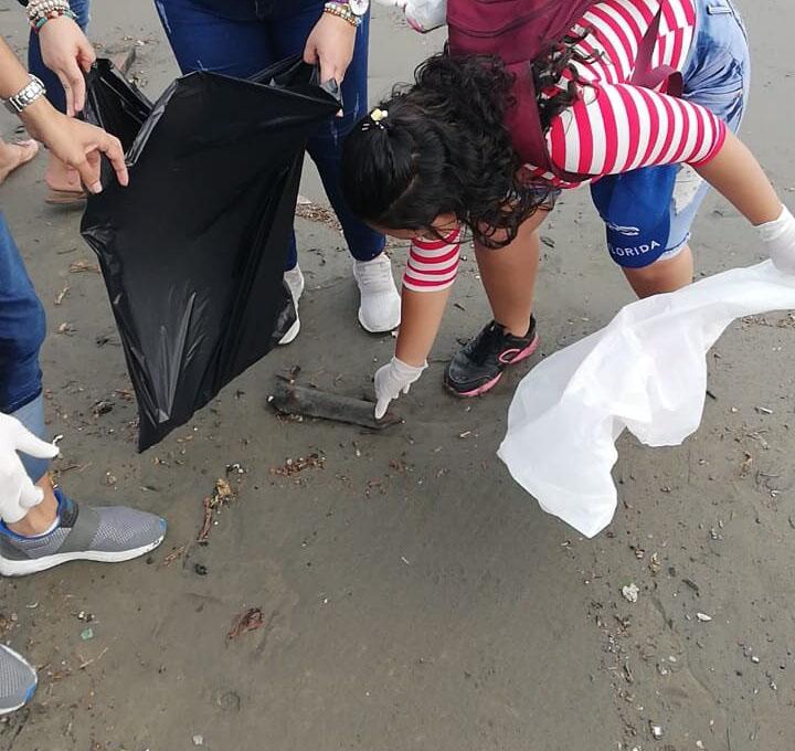 Estudiantes Nuñistas realizan Jornada de limpieza ambiental en playas de Puerto Salgar