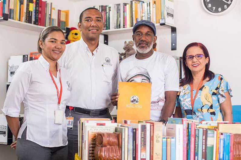 La Carreta Literaria y la CURN celebran convenio para promover hábitos de lectura