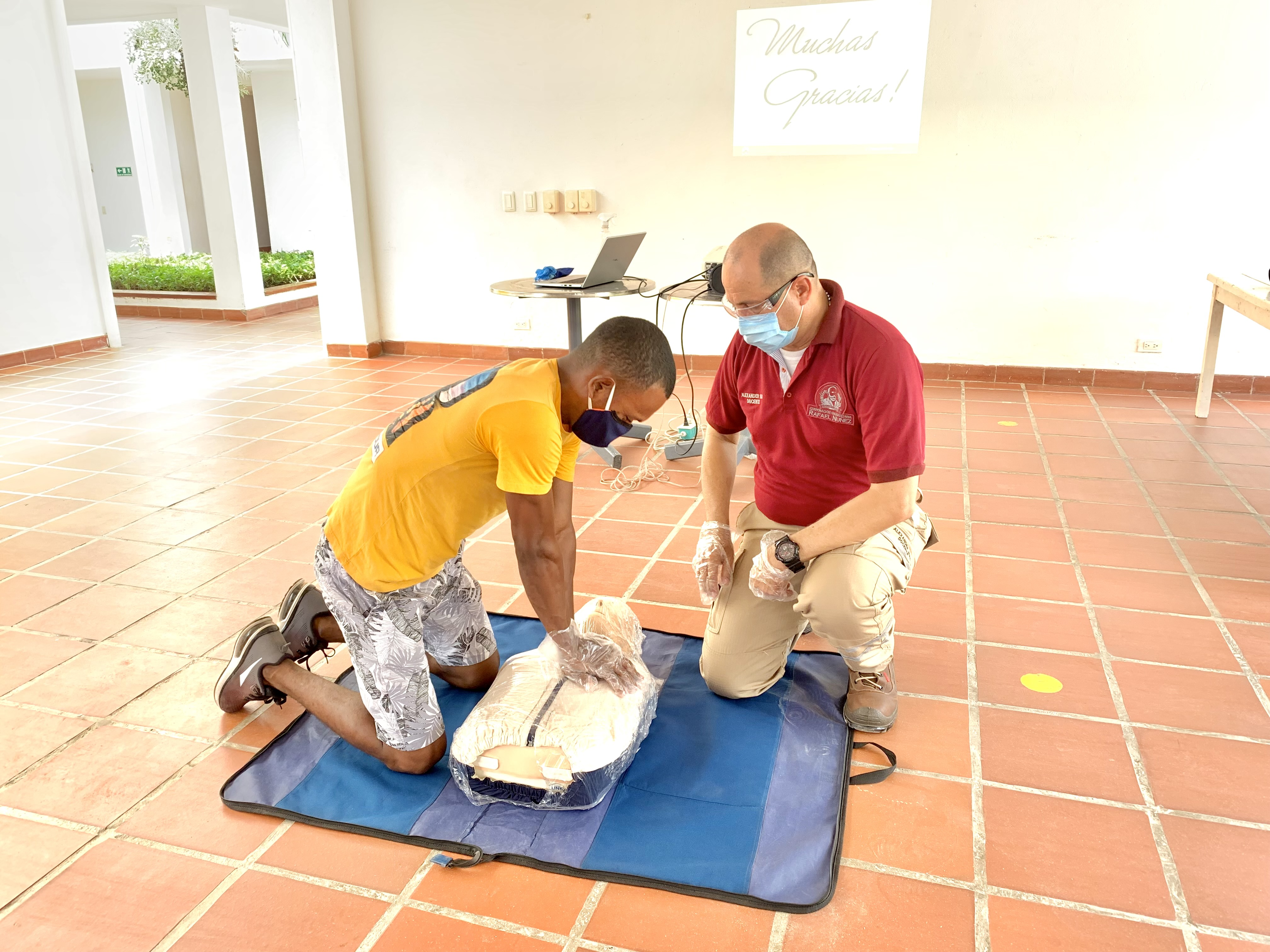Uninúñez participa como capacitadora en curso que dicta la Fundación Serena del Mar en la comunidad de Manzanillo del Mar.